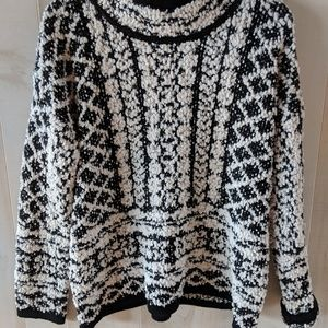 NWT Solitaire Black and White Soft Sweater Large